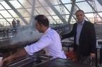 На стройплощадке ЭКСПО в Астане жарили шашлыки (фо…